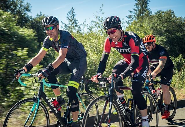 cyklisti s úsměvem