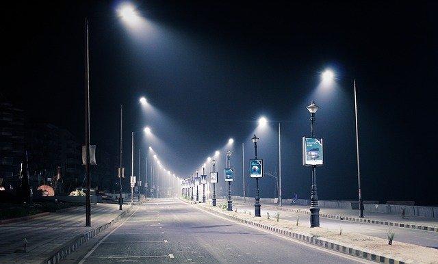 lampy na silnici