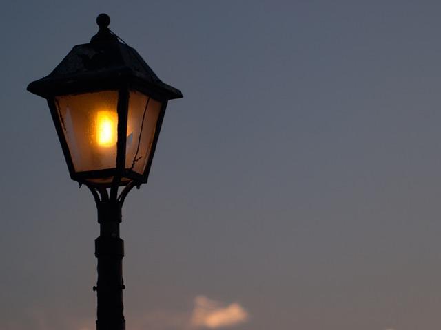 rozsvícená lucerna