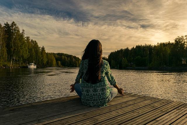 meditace u řeky