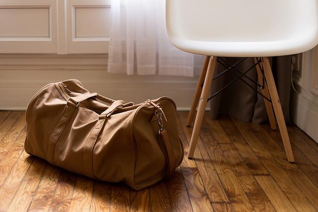 zavazadlo u židle