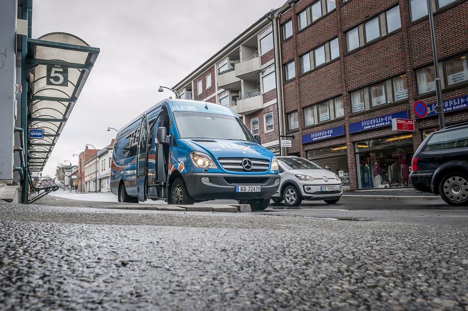 minibus ve městě